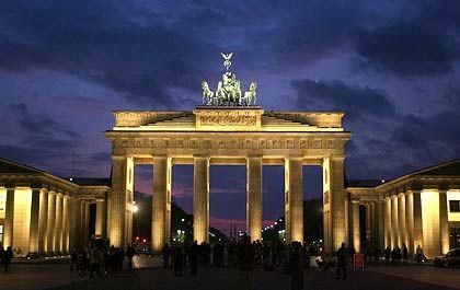 Brandenburger Tor: Symbol deutscher Trennung und deutscher Einheit zugleich. Der Solidaritätszuschlag wurde 1991 eingeführt. Die Rechtmäßigkeit des Soli ist seit Jahren umstritten.
