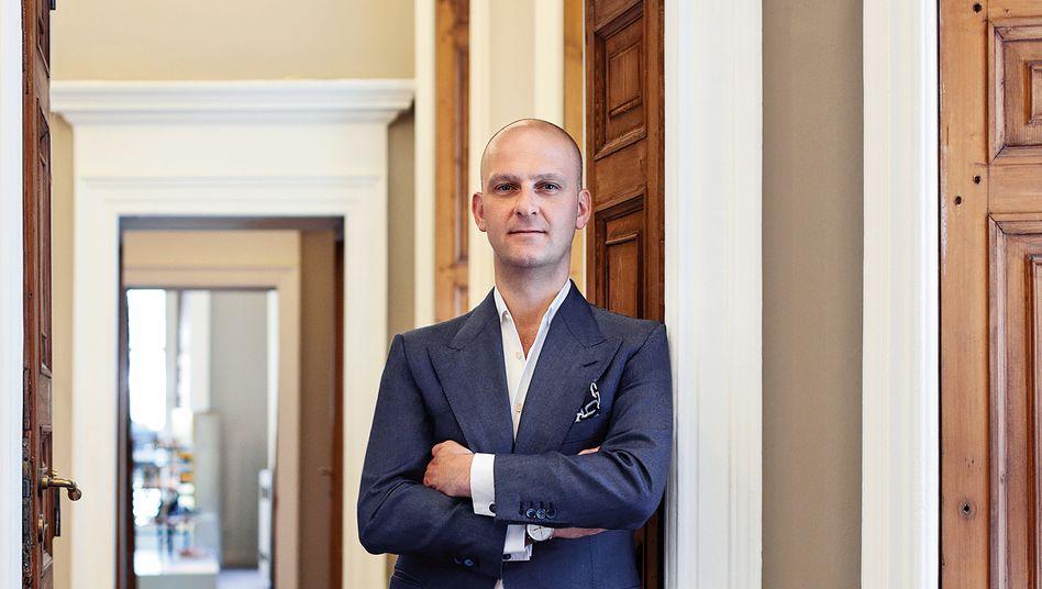 """Guiseppe Santoni: """"Ich lasse anfertigen: meinen Schreibtisch, meine Anzüge, sogar die Pyjamas"""""""