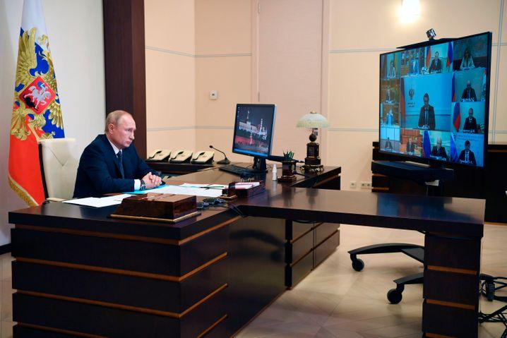 Heilsbringer mit froher Botschaft: Wladimir Putin heute bei Verkündung der Impfstoff-Zulassung.