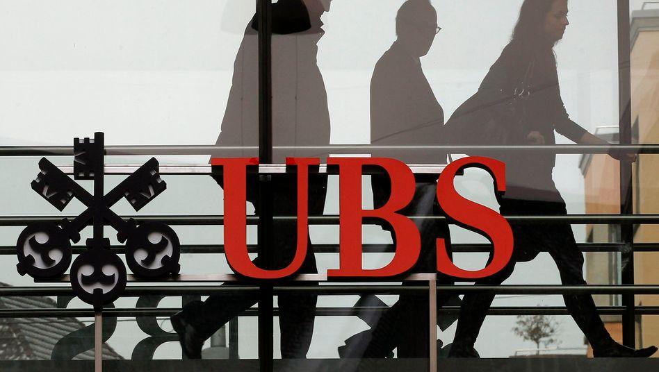 UBS-Zentrale in Zürich: Die Dividende für das Rekordjahr 2020 soll sinken, der UBS will ihre Aktionäre mit Aktienrückkäufen bei Laune halten