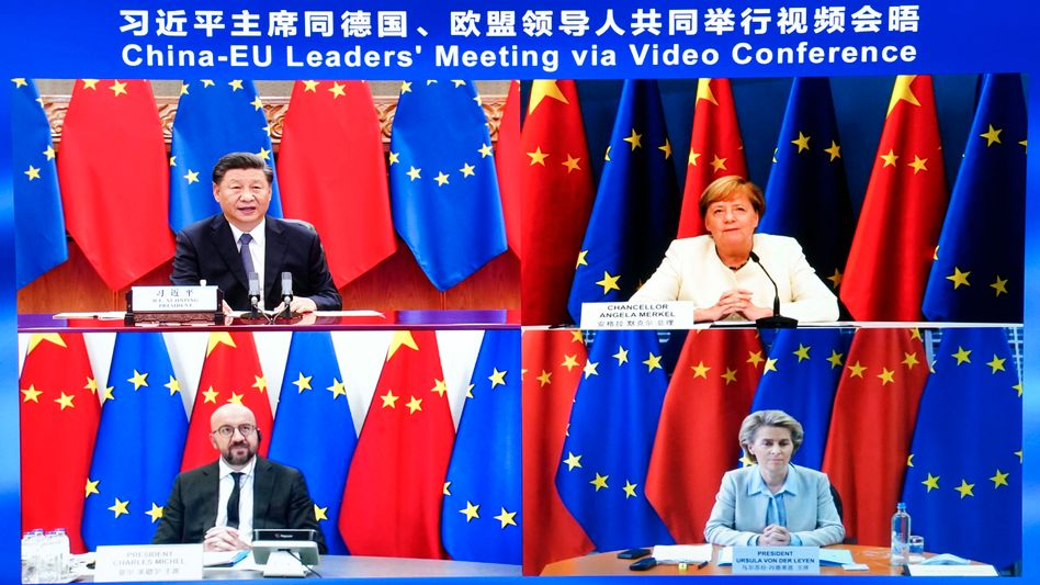 Chinas Präsident Xi Jinping (o. l.) mit Bundeskanzlerin Angela Merkel, EU-Ratspräsident Charles Michel und EU-Kommissionspräsidentin Ursula von der Leyen in der Videokonferenz am Montag
