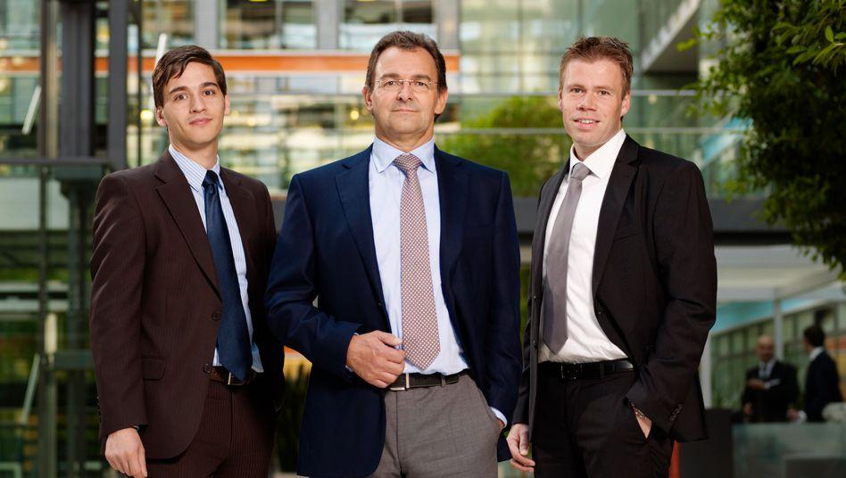 Bilanzprüfer: Torben Rüthers, Professor Bernhard Pellens und Kai Lehmann von der Ruhr-Universität Bochum (v. l.)