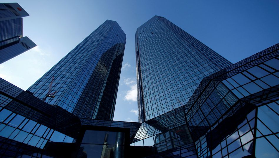 Deutsche-Bank-Zentrale in Frankfurt: Gerüchte um einen Ausstieg des klammen Großaktionärs HNA