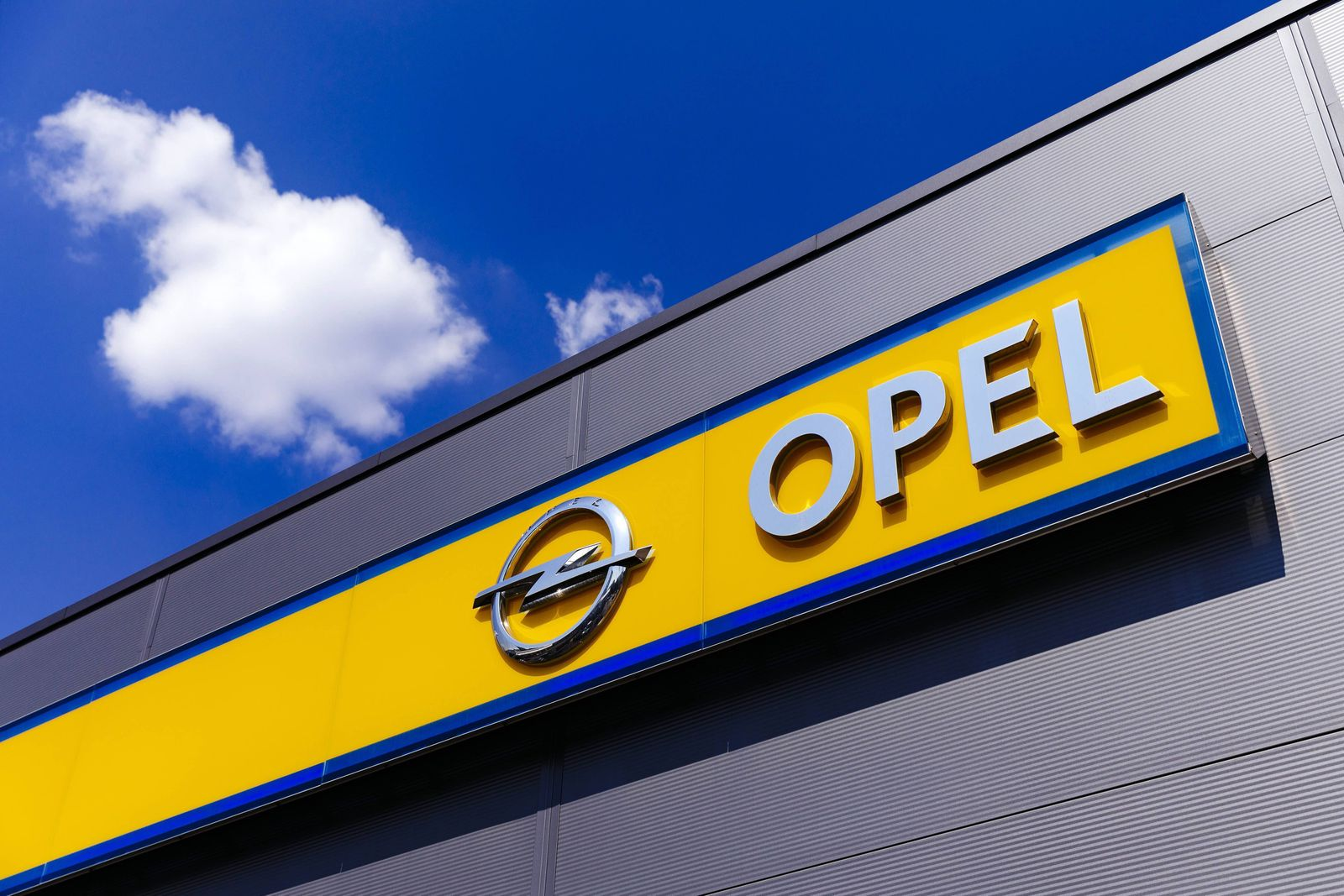 Ein Opel-Händler in Ehrenfeld. Köln, 19.07.2018 *** An Opel dealer in Ehrenfeld Cologne 19 07 2018 Foto:xC.xHardtx/xFut
