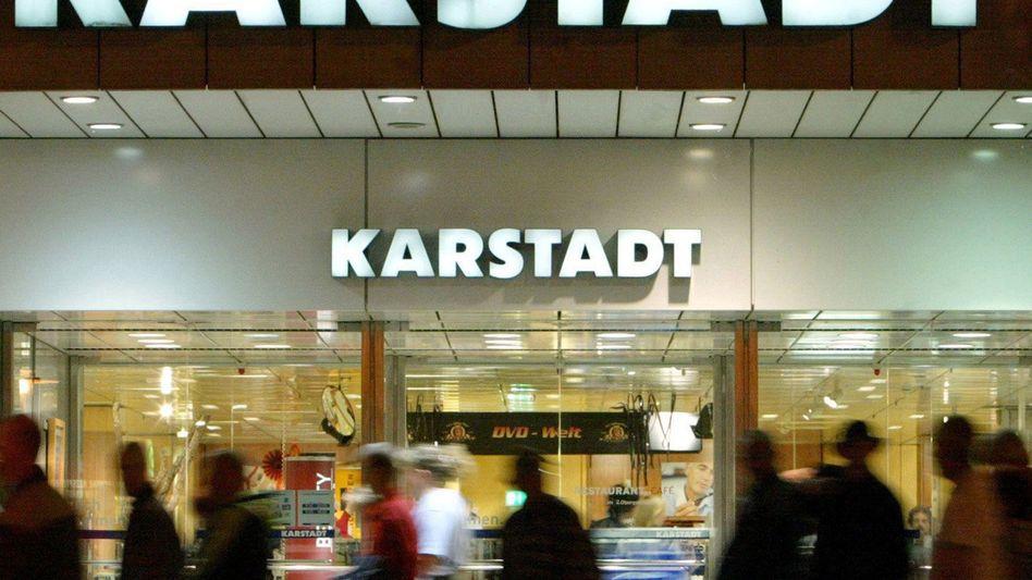 Karstadt-Filiale: Die Investoren Benko und Steinmetz besitzen eine Option, zum Preis von einem Euro auch 75,1 Prozent des Stammgeschäfts zu übernehmen