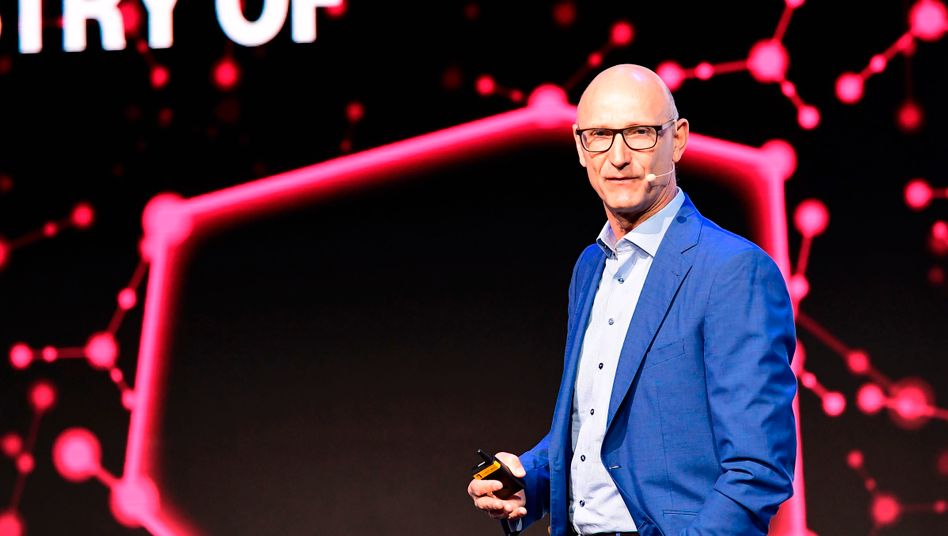 Telekom-Chef Tim Höttges: Hohe Investitionen in den USA und hohe Kosten für Mobilfunklizenzen führen dazu, dass der Konzern die Dividende senkt. Anleger trennen sich von Papieren