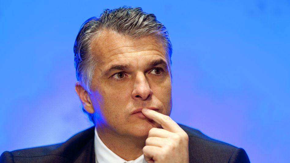 Greift das Ausland an: UBS-Chef Ermotti fürchtet im Steuerstreit der Schweiz mit den USA und Europa um die Wettbewerbsfähigkeit Schweizer Banken