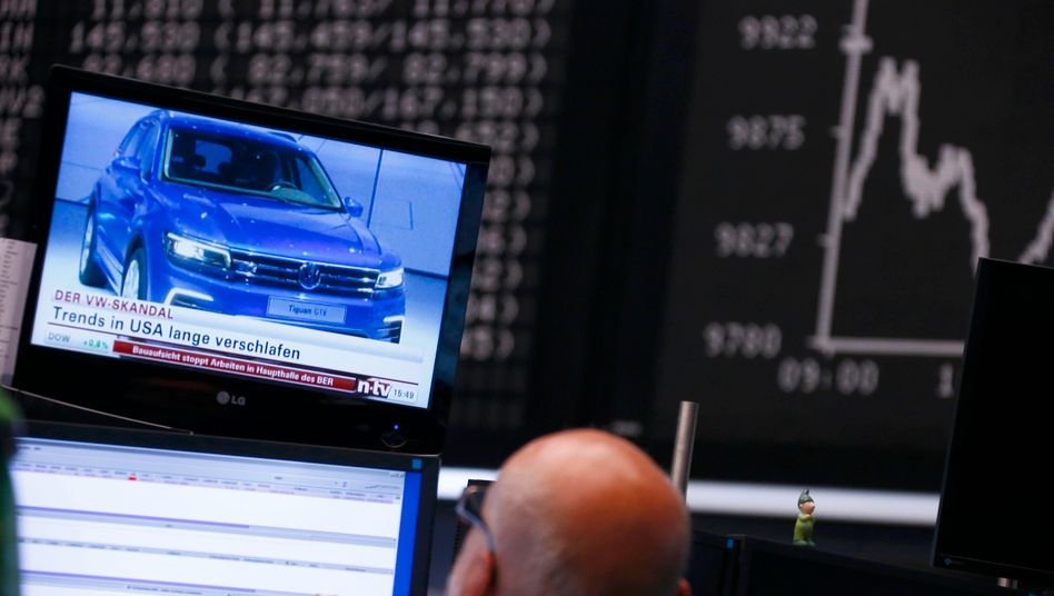 VW im Blick der Börsenhändler: Einige Schnäppchenjäger greifen bereits zu, die Aktie legt erstmals seit Beginn ihres Absturzes wieder zu