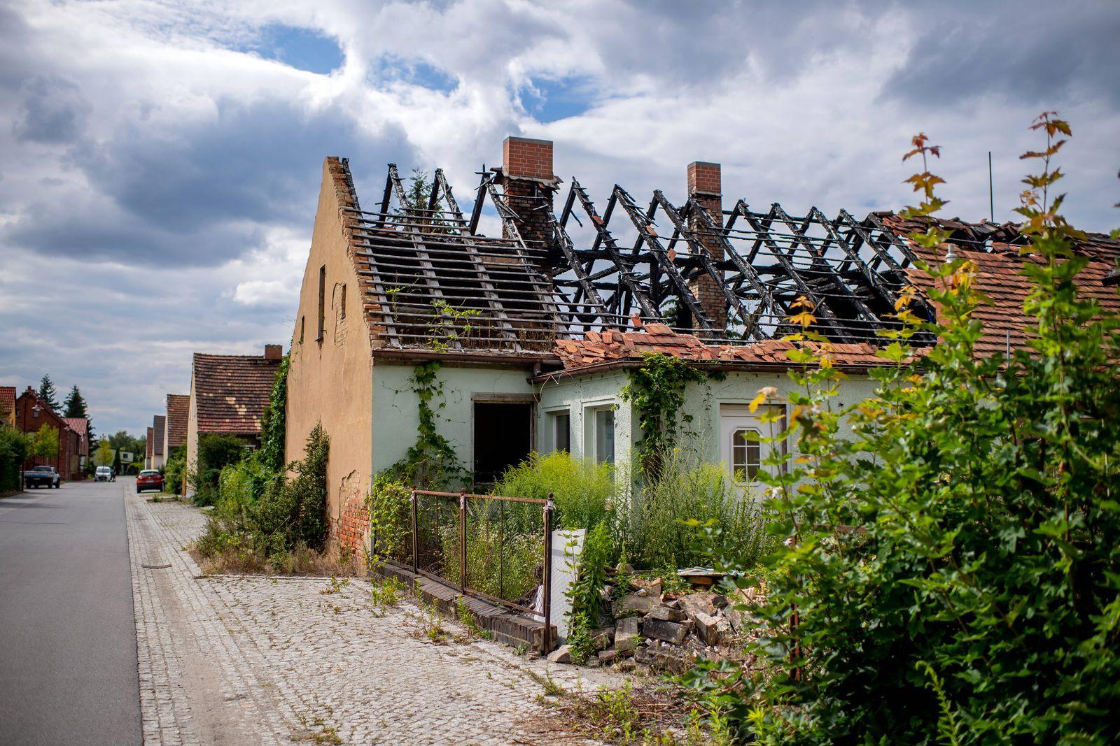 23. Juli 2020: Welzow (Brandenburg), Impressionen aus dem Stadtleben: Alte, kaputte und verlasse Haeuser sind haeufig in