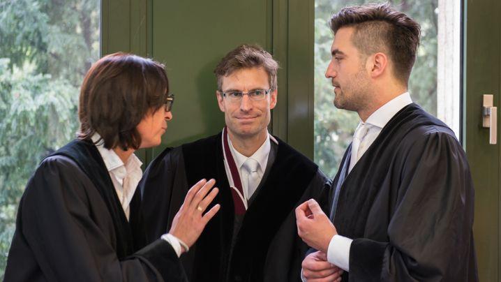 Deutsche-Bank-Elite vor Gericht: Lächelnd durch den zweiten Prozesstag