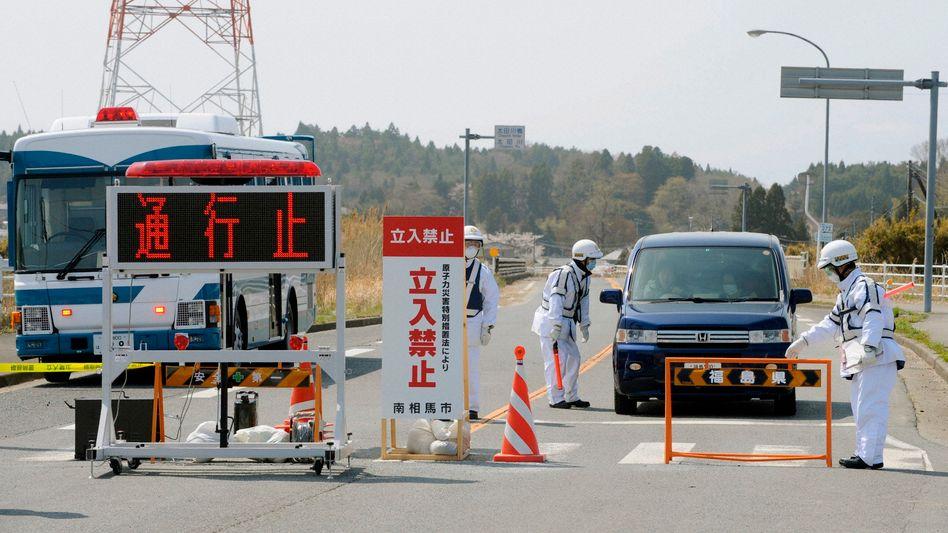 Zufahrt verboten: Ab Donnerstag Nacht gilt eine 20-Kilometer-Sperrzone rund um das Atomkraftwerk Fukushima Daiichi