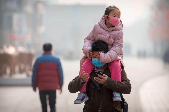 China versucht zur Normalität zurückzukehren, doch vereinzelt steigen die Corona-Fälle wieder an, so zum Beispiel in der Metropole Peking
