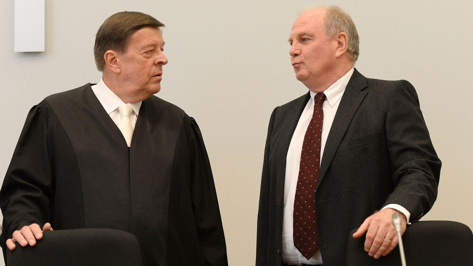 """Uli Hoeneß, Anwalt Hanns W. Feigen (l): """"Eine ganz große Rolle hat das gespielt"""""""