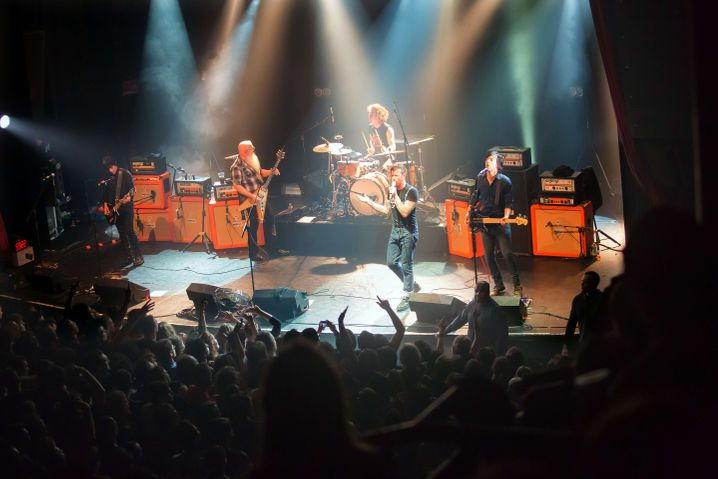 """Eagles of Death Metal im Pariser """"Bataclan"""", kurz vor dem Anschlag: Crew-Mitglieder auch am Sonntag noch vermisst"""