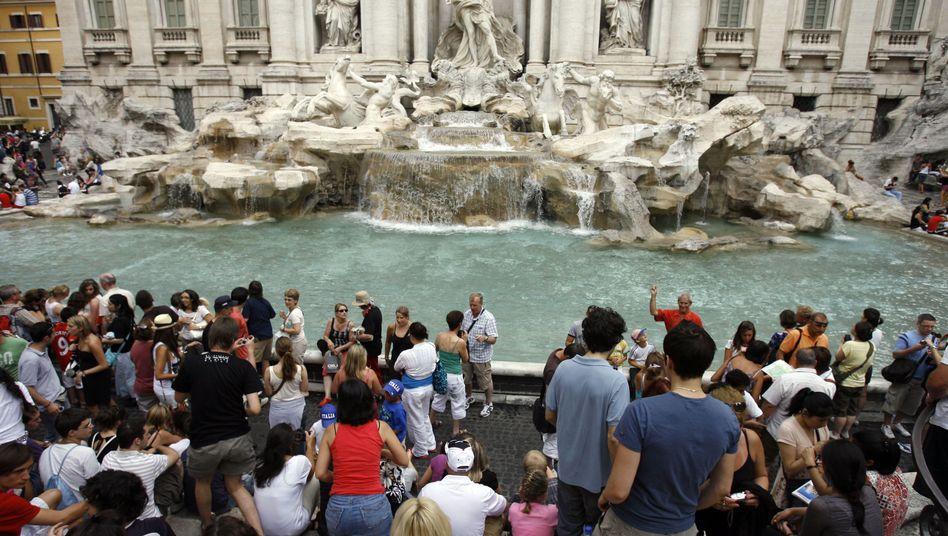 Trevi-Brunnen in Rom: Touristen werfen hier häufig Geld hinein. Doch um das Staatsdefizit zu finanzieren, muss das hochverschuldete Land das Vertrauen der Märkte zurückgewinnen