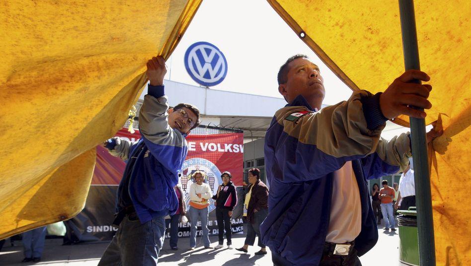 VW-Arbeiter in Mexiko: 700 Mitarbeiter sollen in Silao jährlich 330.000 TSI-Motoren produzieren