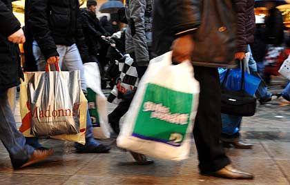 Sie kaufen ein: Verbraucher in Deutschland haben im dritten Quartal mit ihrem Privatkonsum für einen Großteil des Wachstums gesorgt