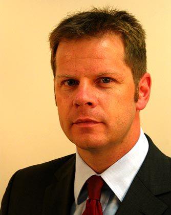 Achim Pütz ist Partner im Münchener Büro der Rechtsanwaltskanzlei SJ Berwin, spezialisiert auf Bank-,Börsen- und Kapitalmarktrecht. Er hat seit Juli 1997 den ersten Vorsitz im Bundesverband Alternative Investments inne. Achim Pütz ist zudem Council Member der Alternative Investment Management Association.