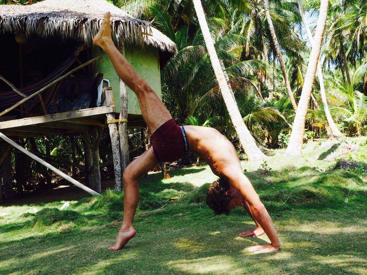 """""""Sich selbst nicht so ernst nehmen"""": Benjamin Adrion (39) beim Yoga"""
