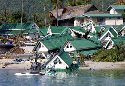 Völlige Verwüstung der leichten Bausubstanz: Zerstörte Touristenhäuser