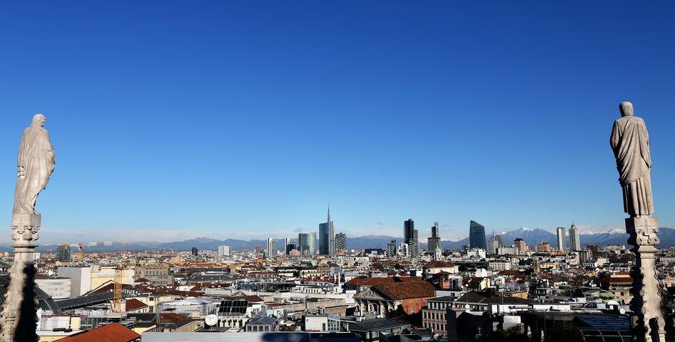 Sorgen um Euroland: Die Wirtschaft in Großbritannien, Schweden und Deutschland schrumpft bereits. Italien (Blick auf Mailands Bankenviertel) droht unterdessen die Überschuldung