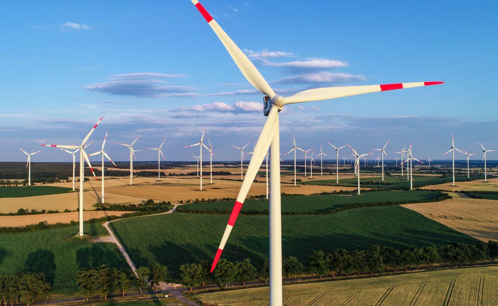 Windenergie/ Windkraft / Winkraftanlagen / Windräder Energie