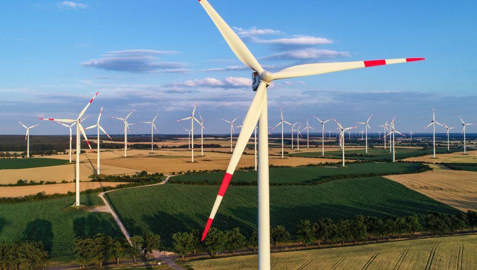 Erneuerbare Energien: Hersteller wie der Windkraft-Rotorenhersteller Nordex oder SMA Solar erwarten mehr Aufträge von der Bundesregierung. Auch RWE, künftig im grünen Gewand, profitiert