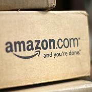 Paket unterwegs: Amazon schafft es auch in harten Zeiten, Kunden anzuziehen.
