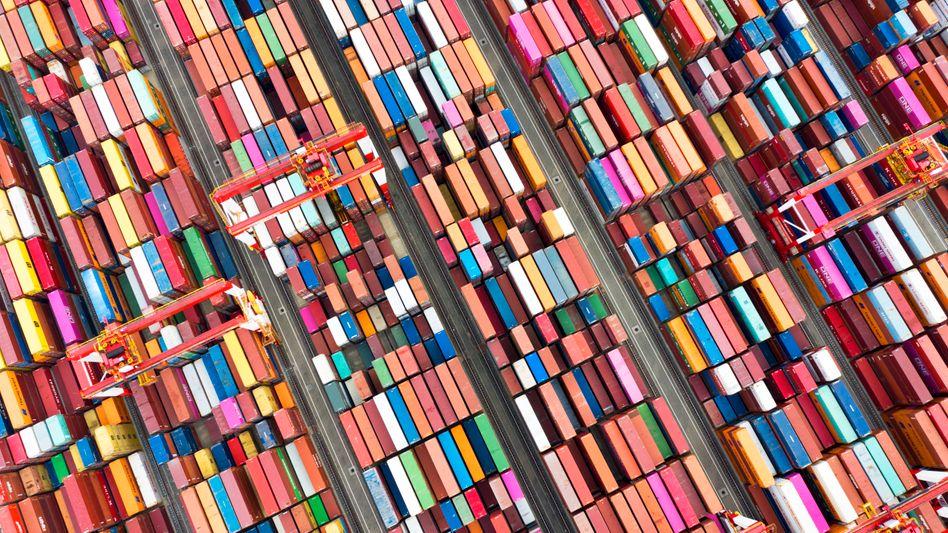 Container im Hafen von Shanghai (Symbolbild)