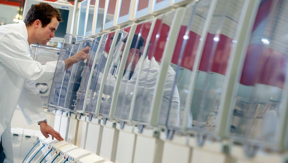 Produktion von Dialyse-Maschinen: Der Dialysespezialist Fresenius Medical Care bereitet der Konzernmutter Fresenius Sorgen