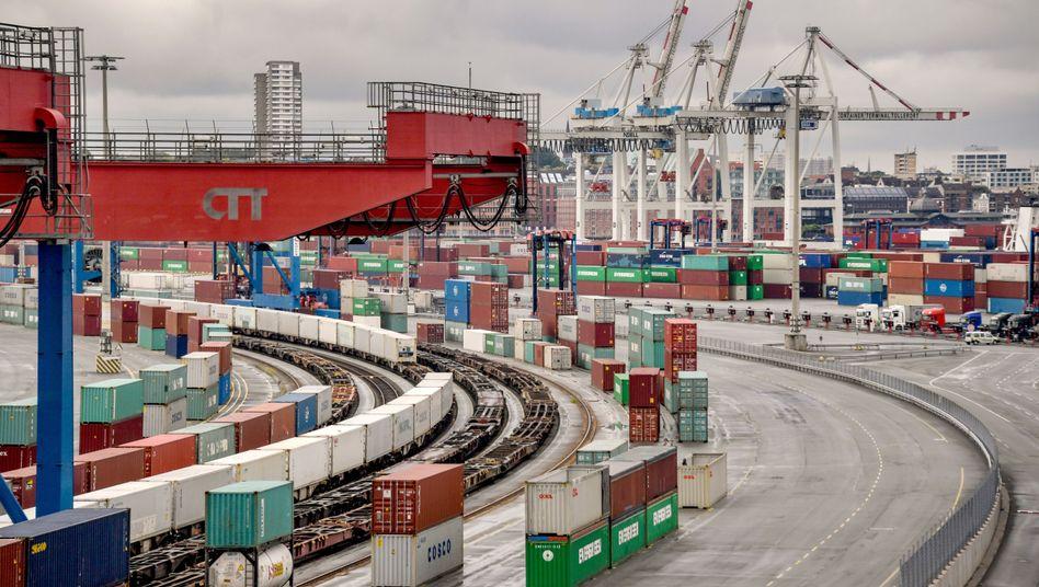 Erholung: Industrie, Bau und Handel in Deutschland haben ihren Umsatz den dritten Monat in Folge gesteigert. Erste Unternehmen stellen wieder ein