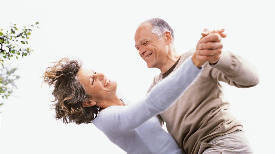 Tanzen - aber erst nach Feierabend: Nach Ansicht von Wolfgang Schäuble und der Jungen Union ist es mit 67 Jahren noch nicht an der Zeit, in Rente zu gehen