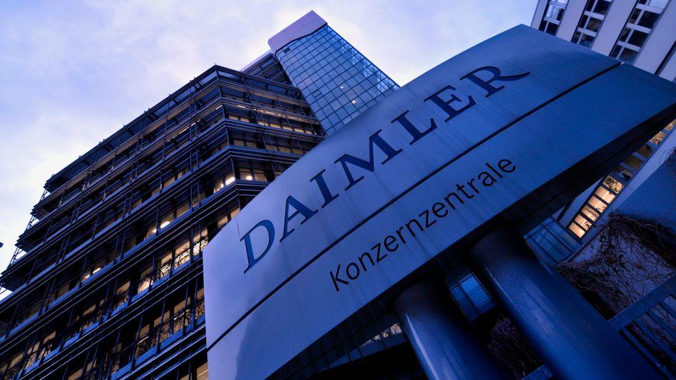Daimler-Zentrale Untertürkheim: Ein Betriebsrat brachte seine Frau von dort aus während der Arbeitszeit offenbar ins drei Kilometer entfernte Daimler-Werk Mettingen. Daimler will den Gewerkschafter und designierten Aufsichtsrat nun wegen Betrugs kündigen