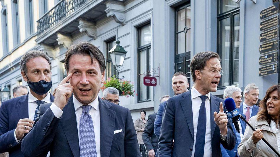 Italiens Premier (l) zu Besuch beim niederländischen Kollegen Mark Rutte in Den Haag