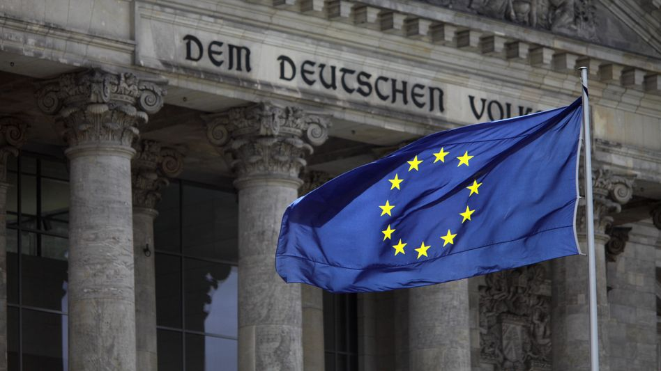 Deutschlands Konjunktur kühlt sich ab: Durch die Staatsschuldenproblematik im Euro-Raum steigt auch der Druck auf Kern-Europa