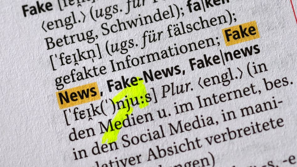 Fake News: Die politische Debatte der vergangenen Jahre schlägt sich deutlich im neuen Duden nieder