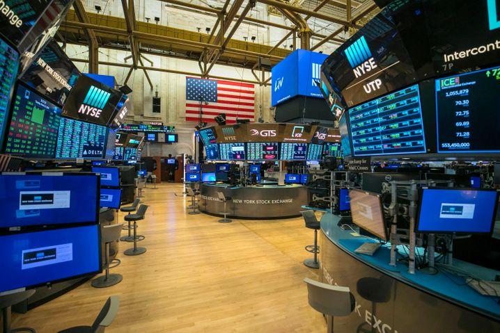 Leerer Börsensaal in New York: Immer mehr Investoren setzen auf passives Investment anstelle einer aktiven Teilnahme am Finanzgeschäft