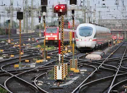 Signale auf Rot: Einem Gutachten zufolge sind die Bahn-Privatisierungspläne verfassungswidrig