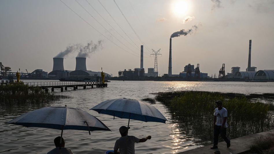 Öfter rauchfrei: Blick auf Kohlekraftwerk in Shanghai