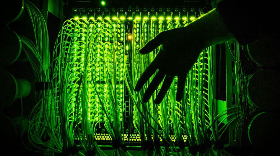 Verteilerpunkt für Glasfaserkabel unter anderem zur Übertragung von Hochgeschwindigkeitsinternet