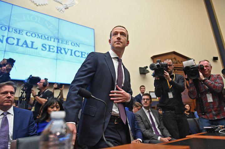 Unter Druck: Facebook-Chef Mark Zuckerberg bei einer Anhörung vor dem US-Kongress.