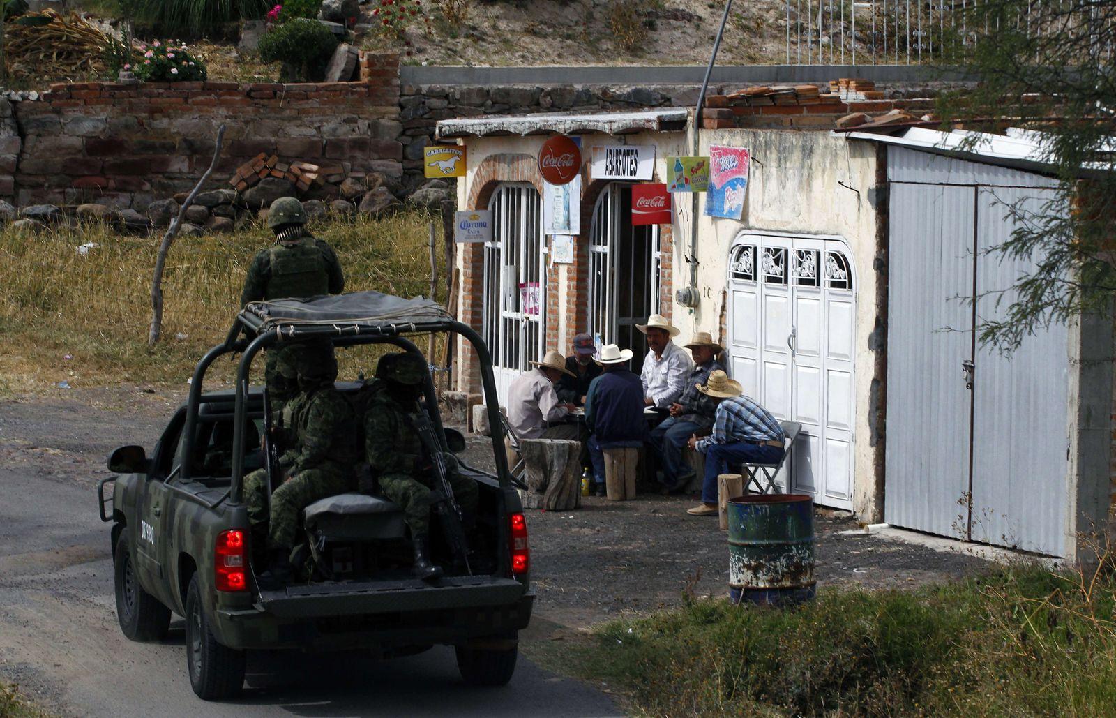 Mexico / Mexiko / Drogenkrieg / Polizei patrouilliert