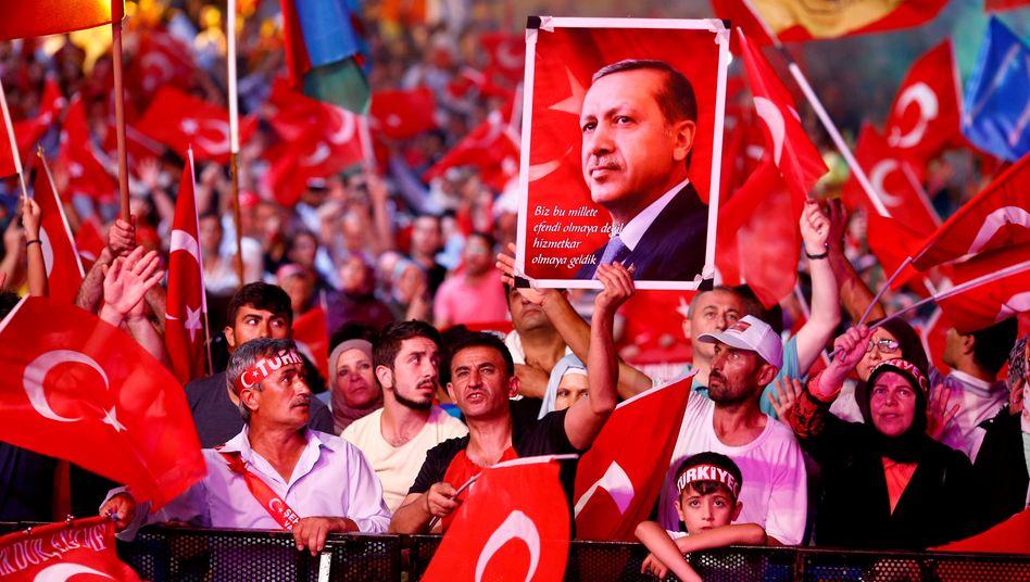 Erdogan: Repression nach innen, Abschottung nach außen