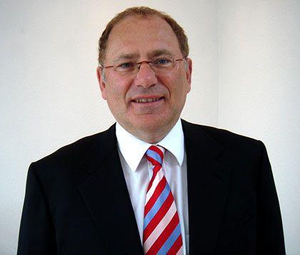 Michael Adams ist Professor an der Universität Hamburg und leitet dort das Institut für Wirtschaftsrecht