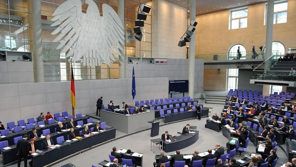 Plenarsaal des Bundestags: Hartz-IV-Reform durchgewunken