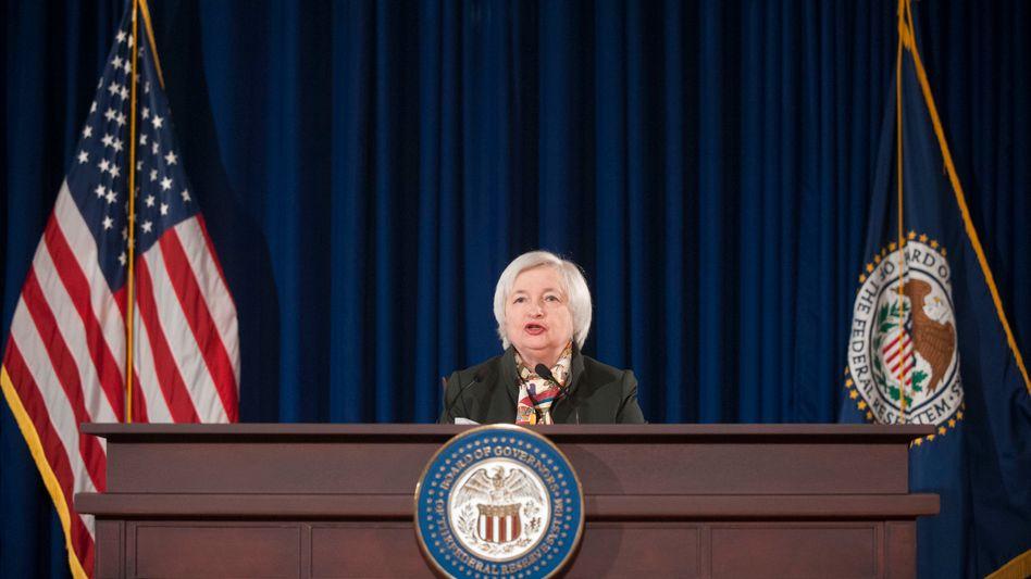 Fed-Chefin Janet Yellen: Viele Schwellenländer haben hohe Schulden in Dollar aufgenommen. Eine Aufwertung des US-Dollar wird für diese Länder extrem teuer - auch daran musss die Fed denken, wenn sie am Donnerstag über die erste Zinserhöhung nach fast zehn Jahren entscheidet
