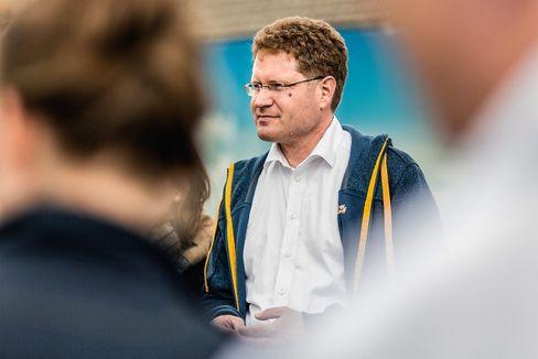 Klimaretter: Patrick Graichen leitet die Agora Energiewende. Die Denkfabrik wird von der Stiftung Mercator und dem Stiftungsnetzwerk der European Climate Foundation finanziert. Er legte ein grünes Aufbauprogramm vor.