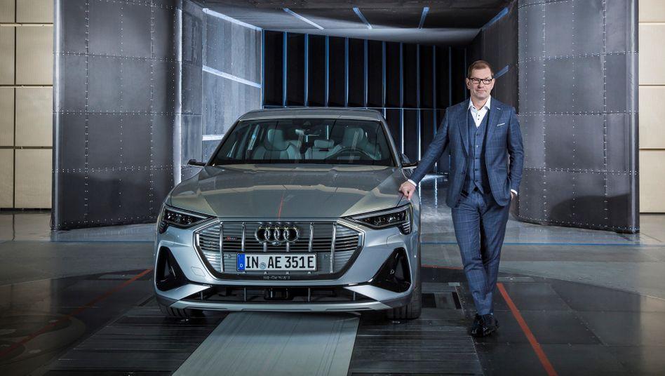 E wie Audi: Chef Markus Duesmann (r.) ist auch Entwicklungsvorstand im Volkswagen-Konzern.