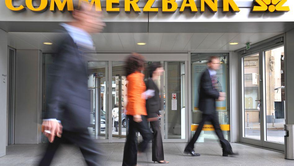 Filiale der Commerzbank in Frankfurt am Main: Bund reduziert Anteil an dem kriselnden Geldhaus