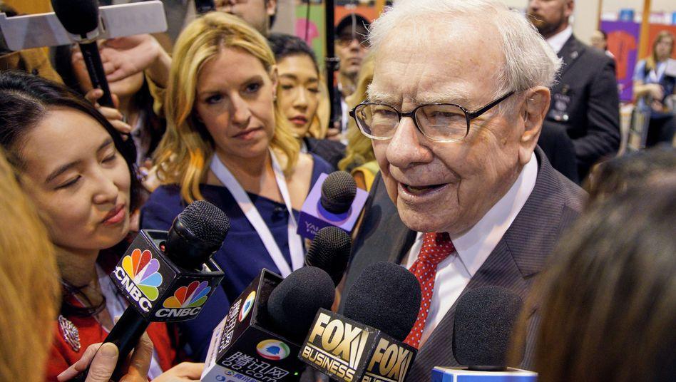 Branchenkrise zwingt zum Verkauf: Berkshire-Chef Buffett zieht sich aus dem Zeitungsgeschäft zurück.